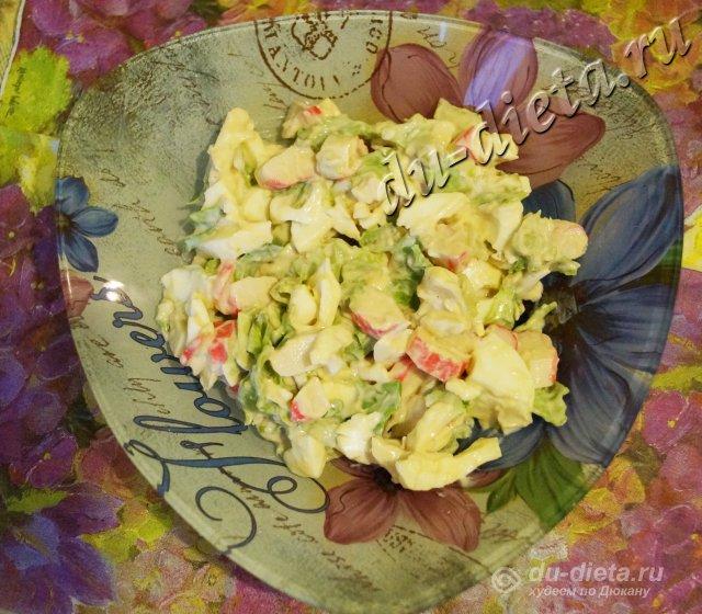 Салат из крабовых палочек и листового салата по Дюкану